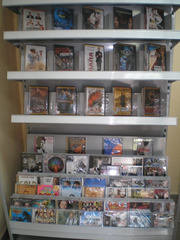 Стеллаж пристенный металлический для продажи CD/DVD дисков