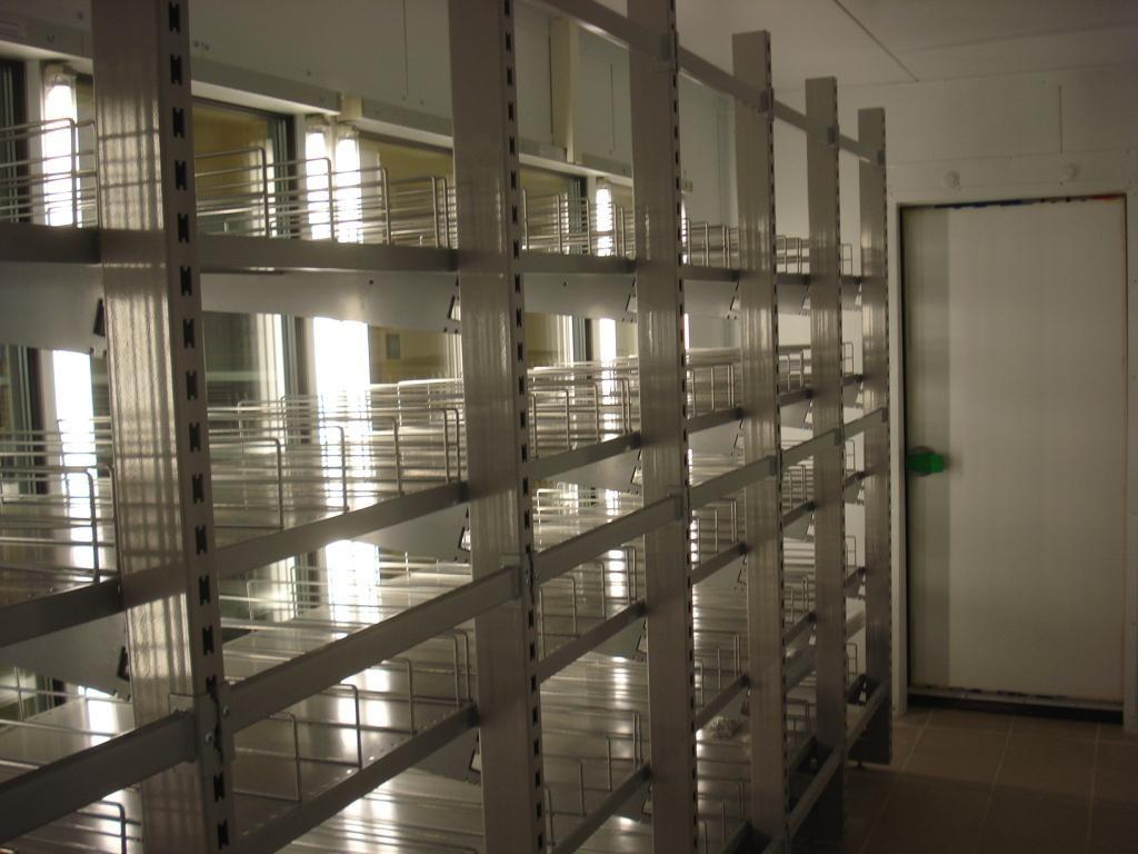 Холодильный торговый стеллаж